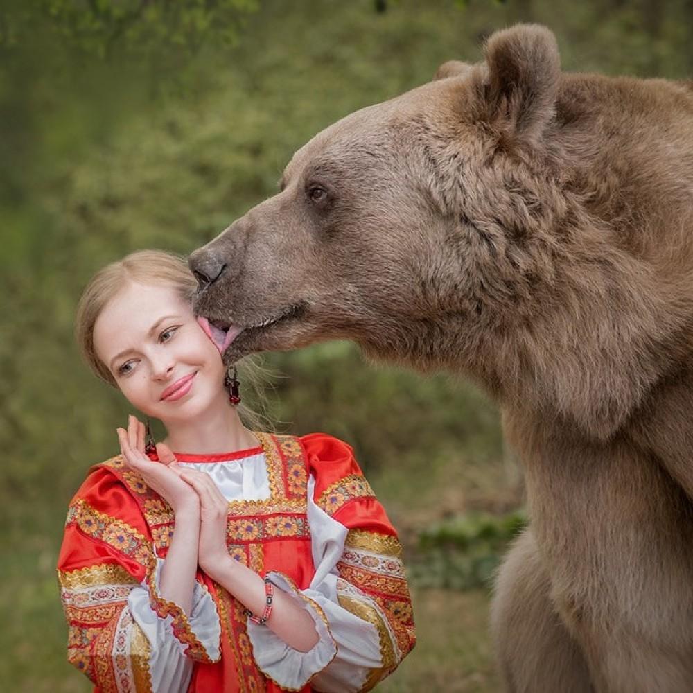 PRAZDNIK-ROSSIY-RUS.jpg