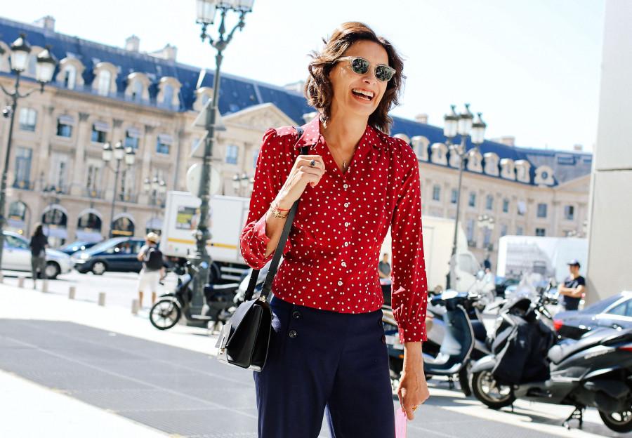how-french-girls-wear-perfume-ines-de-la-fressange.jpg